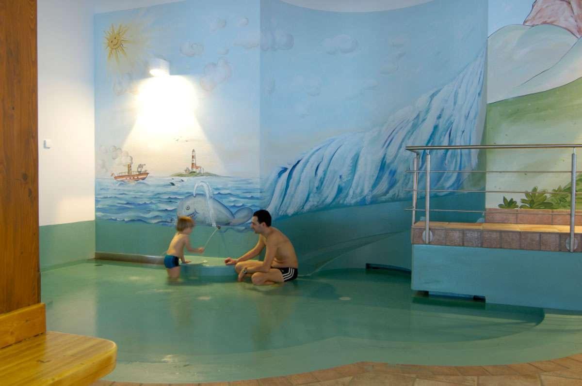 Hotel benessere con piscina coperta e vasca idromassaggio all 39 aperto a sesto - Hotel con piscina coperta per bambini ...