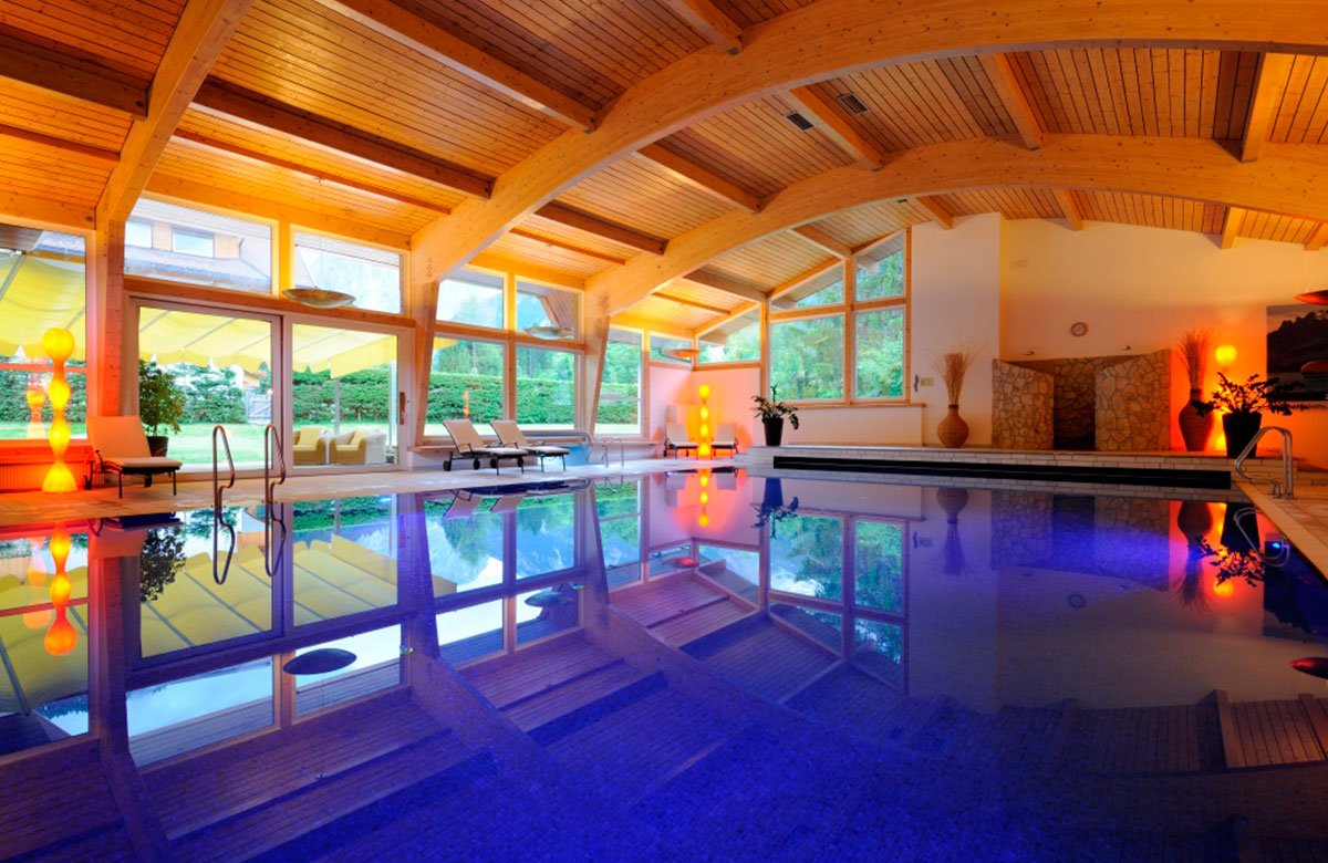 Indoor pool grotte  Wellness- & Gesundheitszentrum im Wellness & Spa Hotel in Sexten